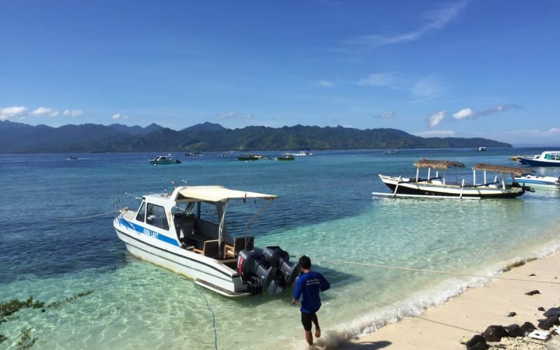 Gili T water,boatman & boat